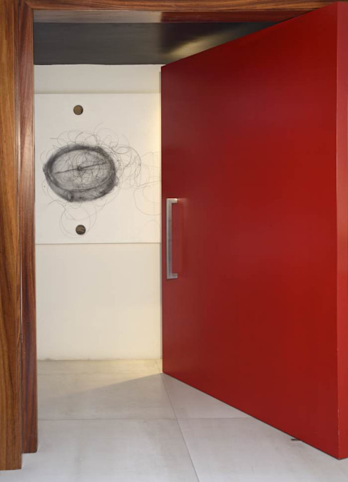 Stuen Arquitectos Sliding doors Engineered Wood Red