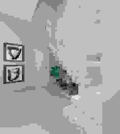 Hall de entrada por Aline Mozzer Arquitetura