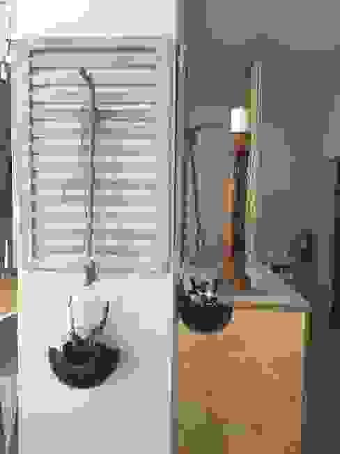 Castiçal em madeira Inês Florindo Lopes Salas de jantar modernas Madeira Cinzento