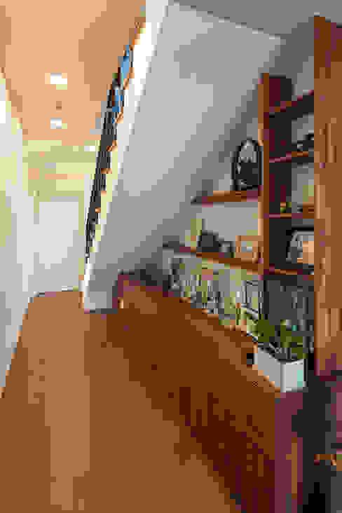Escalier de style  par 바이제로,