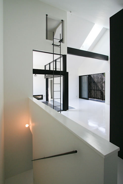 Salas de estilo minimalista de 石川淳建築設計事務所 Minimalista