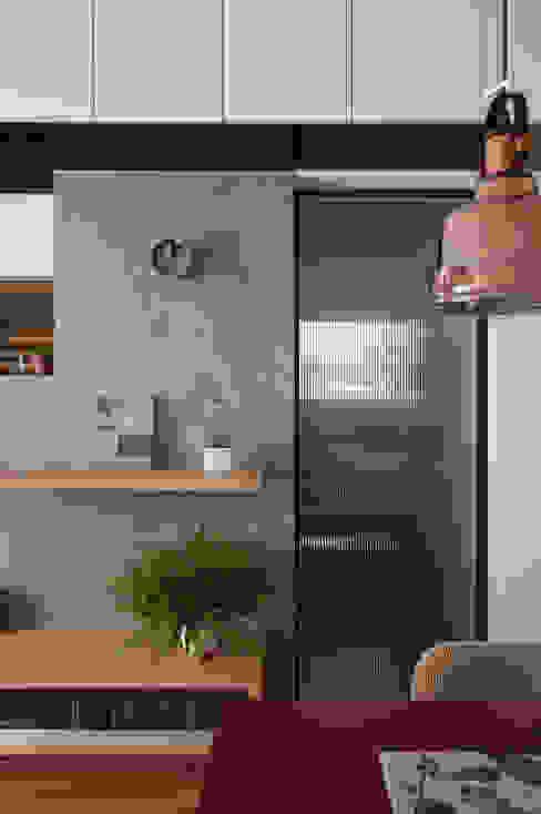 邁向建築 御見設計企業有限公司 Industrial style walls & floors