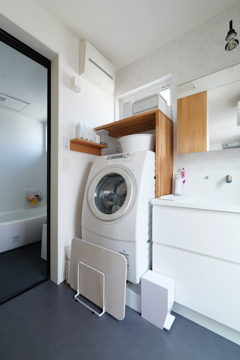 洗面 タイコーアーキテクト モダンスタイルの お風呂