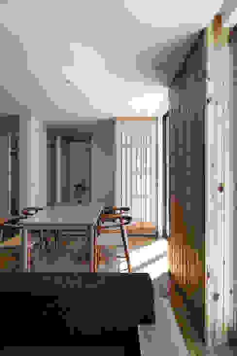 松岡淳建築設計事務所 Sala da pranzo moderna
