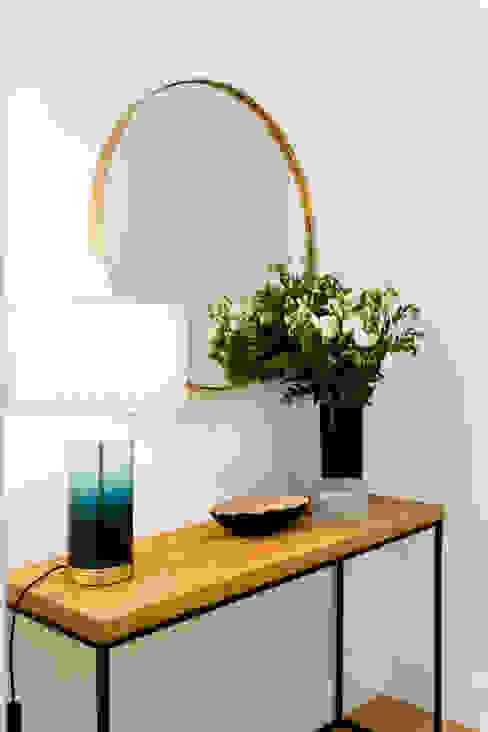 Consola de entrada por Hoost - Home Staging Moderno