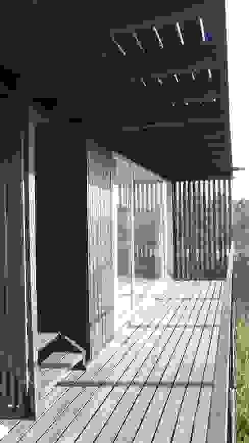 Casa QV m2 estudio arquitectos - Santiago Balcones y terrazas mediterráneos