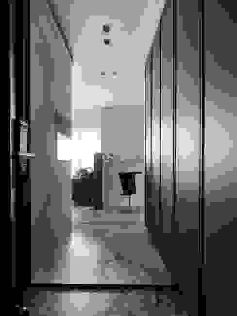 細膩的味道 斯堪的納維亞風格的走廊,走廊和樓梯 根據 耀昀創意設計有限公司/Alfonso Ideas 北歐風