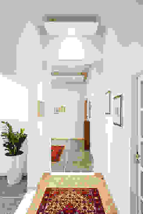 Contro soffitto Ingresso e corridoio Ingresso, Corridoio & Scale in stile minimalista di Luca Bucciantini Architettura d' interni Minimalista