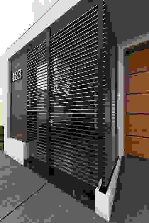 Doors by Estudio Monroy Arquitectos, Modern