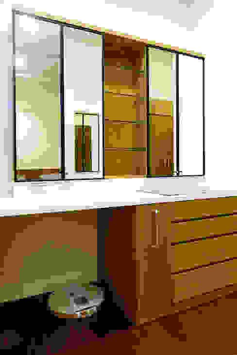 Moderne Schlafzimmer von houseda Modern Sperrholz