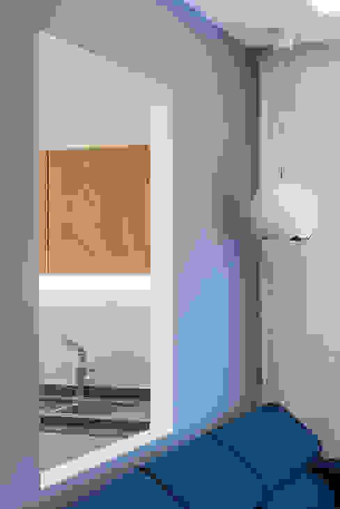 Grippo + Murzi Architetti:  tarz Oturma Odası, Minimalist