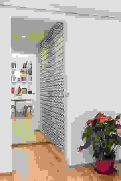 Disimpegno Pareti & Pavimenti in stile minimalista di Grippo + Murzi Architetti Minimalista