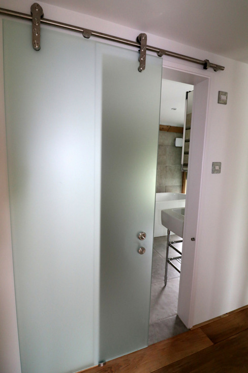 Sliding glass doors من Ion Glass حداثي زجاج