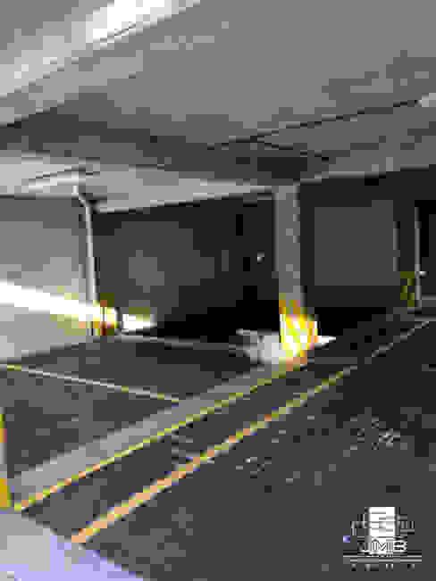 ESTACIONAMIENTOS JMB Arquitectos Garajes modernos