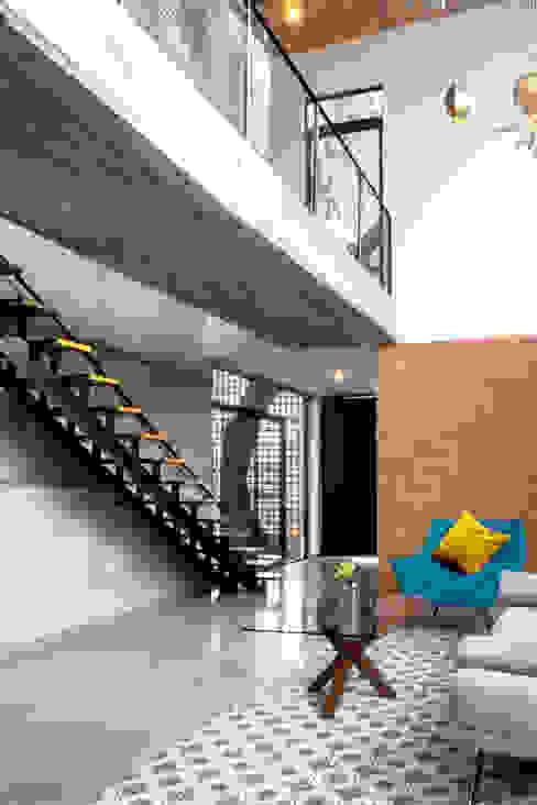 Casa YY Salones modernos de CUBO ROJO Arquitectura Moderno