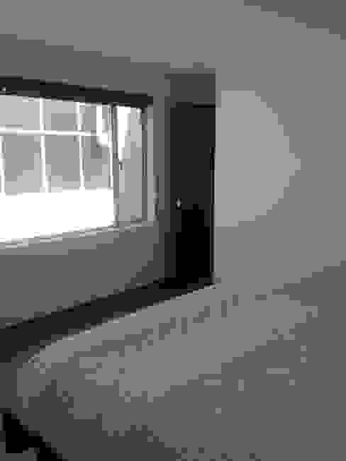 Dormitorio con ventana: Habitaciones de estilo  por Erick Becerra Arquitecto,