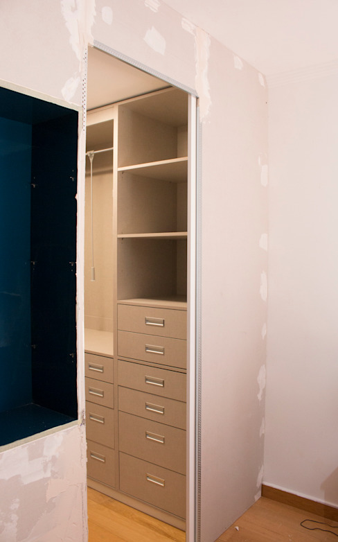 Closet Closets modernos por ORCHIDS LOFT by Alexandra Pedro Moderno Madeira Acabamento em madeira