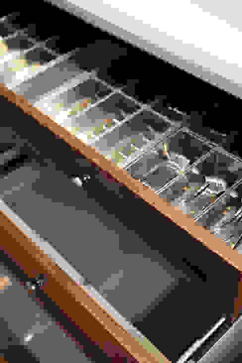 Laci Dengan Sekat ARF interior KitchenCutlery, crockery & glassware