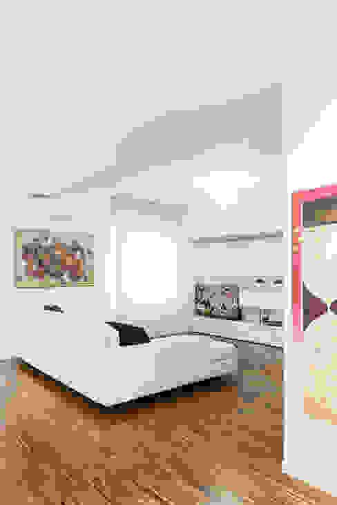 Il soggiorno Studio Vetroblu_Stefano Ferrando Soggiorno moderno Bianco