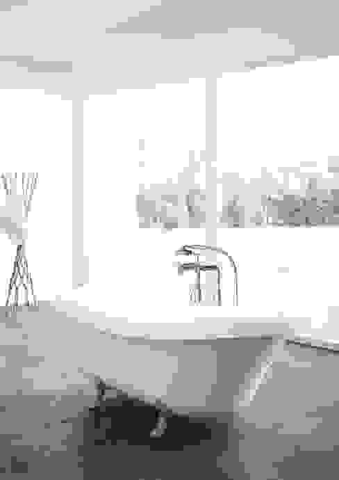 Freistehende Badewanne im Retro-Design aus Mineralguss ZICCO GmbH - Waschbecken und Badewannen in Blankenfelde-Mahlow Rustikale Badezimmer Marmor Weiß