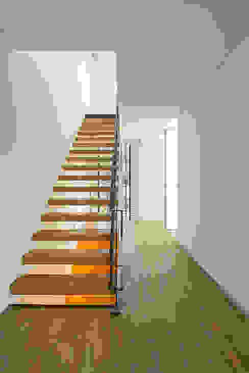 bởi Guillaume Jean Architect & Designer Tối giản