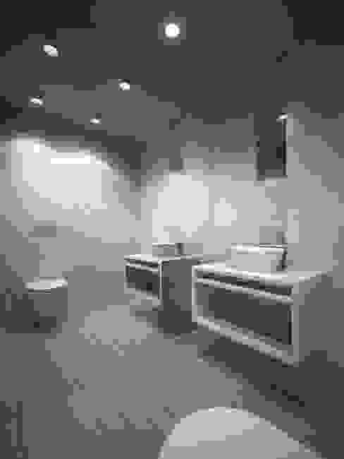 Accessórios com design de Eduardo Souto Moura Casas de banho modernas por Padimat Design+Technic Moderno