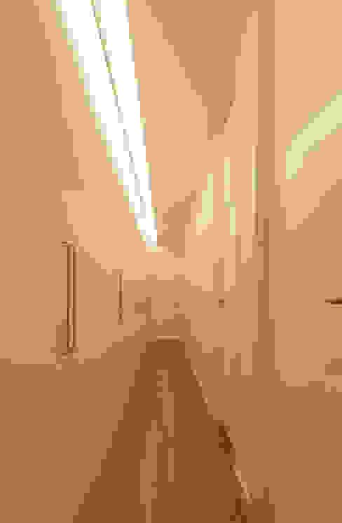 """Reforma Vivienda """"Romerodríguez"""" Alberich-Rodríguez Arquitectos Pasillos, vestíbulos y escaleras de estilo moderno"""