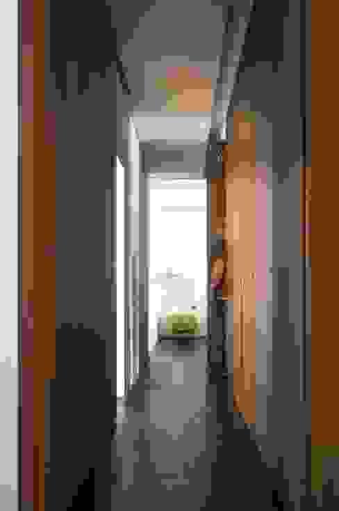 """Reestructuración integral de vivienda """"Casa de las Flores"""" Alberich-Rodríguez Arquitectos Pasillos, vestíbulos y escaleras de estilo clásico"""