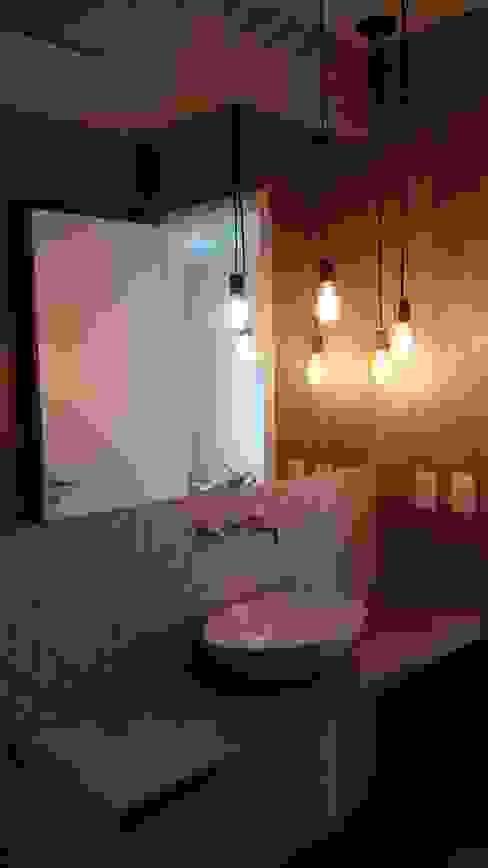 Banheiro de cobertura no Recreio: Banheiros  por Margareth Salles