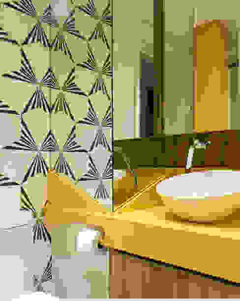 Banheiro Banheiros modernos por homify Moderno Mármore