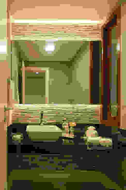 Lavabo repaginado Banheiros modernos por Bernal Projetos - Arquitetos em Salvador Moderno Granito