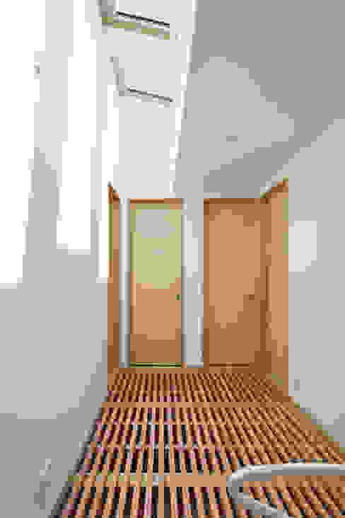 Nhà kính phong cách Bắc Âu bởi atelier137 ARCHITECTURAL DESIGN OFFICE Bắc Âu Gỗ Wood effect