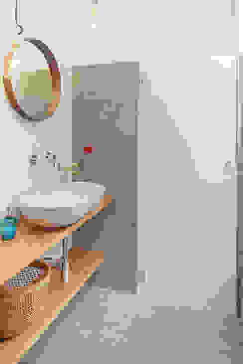 Baños de estilo  por manuarino architettura design comunicazione, Industrial Azulejos