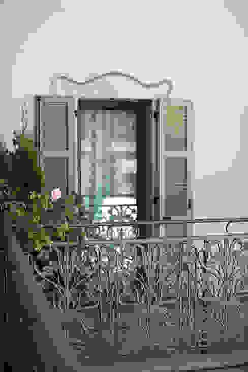 RISTRUTTURAZIONE ALBERGO A CASTELL' ARQUATO Studio Architettura Macchi Finestre & Porte in stile classico