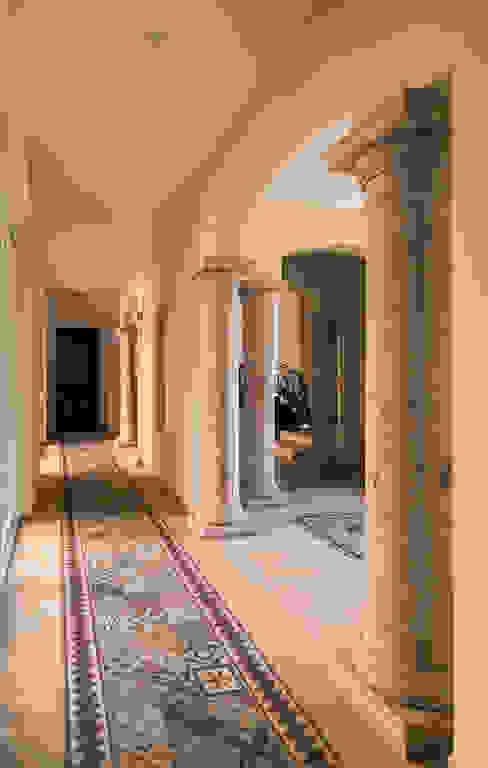 RESIDENCIA AMANECER Orlando Quiñones Pasillos, vestíbulos y escaleras clásicas Ladrillos Beige