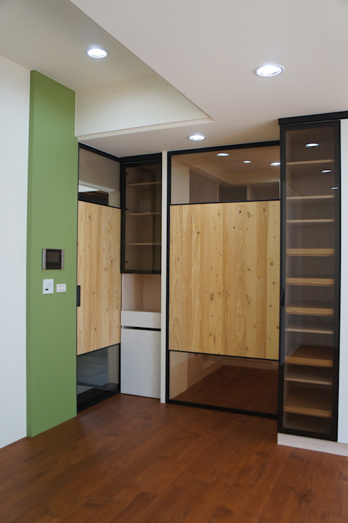 更衣室及浴室入口拉門 houseda Eclectic style bedroom Plywood Green