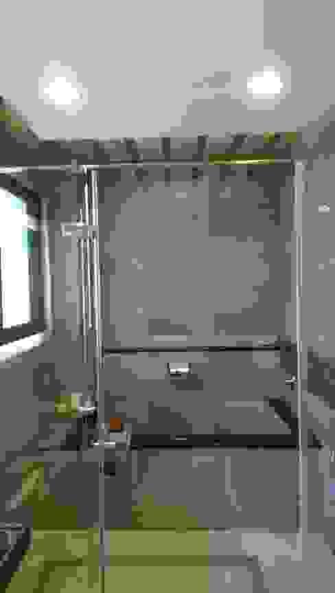 主臥浴室 houseda Eclectic style bathroom Tiles Grey