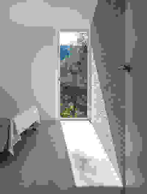 Casa en La Murta tambori arquitectes Cuartos de estilo mediterráneo Blanco