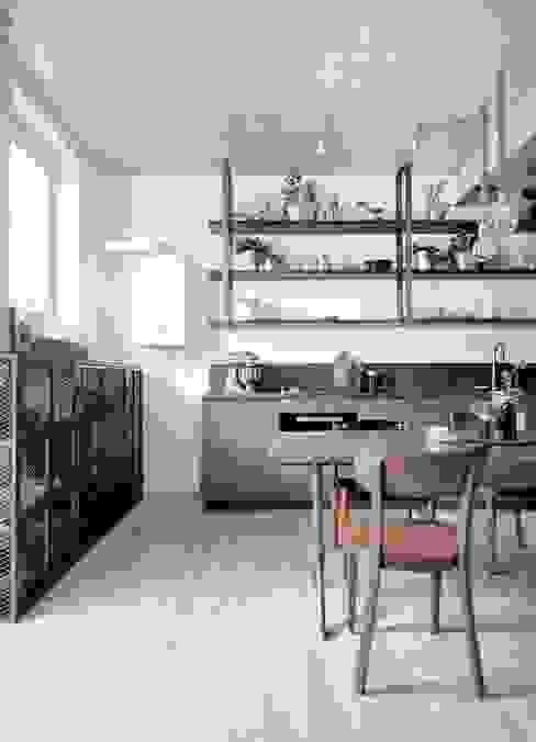 Nhà bếp phong cách công nghiệp bởi INT2architecture Công nghiệp
