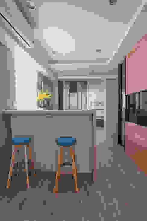 Modern dining room by 拓雅室內裝修有限公司 Modern
