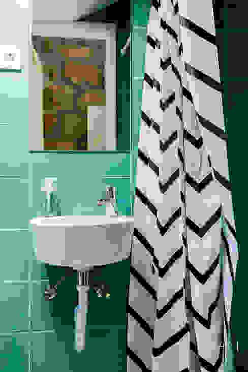 Instalação sanitária Casas de banho escandinavas por IAM Interiores Escandinavo
