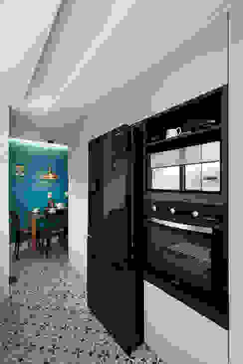 Eletrodomésticos Pretos por Rabisco Arquitetura Moderno