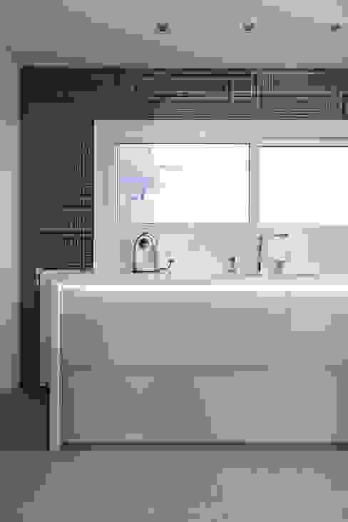 Iluminação Cozinhas modernas por Rabisco Arquitetura Moderno Granito