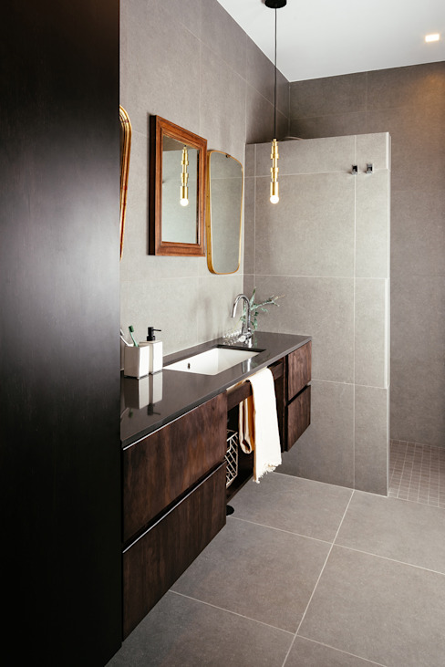 Bagno con doccia di manuarino architettura design comunicazione Minimalista