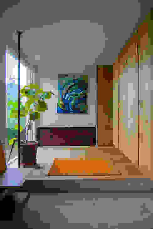 le jardin: 株式会社 ATELIER O2が手掛けた廊下 & 玄関です。,モダン