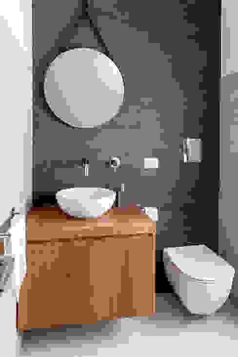 Bagno Ospiti Bagno minimalista di manuarino architettura design comunicazione Minimalista Ardesia