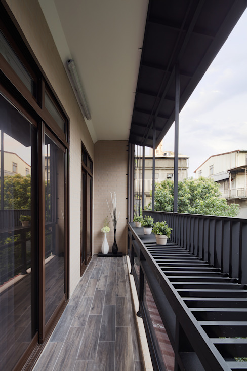 Modern balcony, veranda & terrace by 星葉室內裝修有限公司 Modern