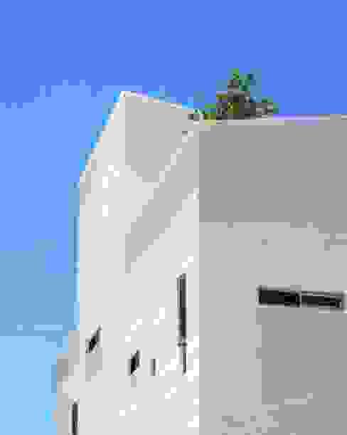 良悅建築 Casas estilo moderno: ideas, arquitectura e imágenes