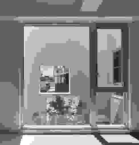良悅建築 Puertas y ventanas modernas