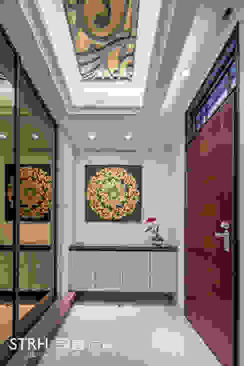 Pasillos, vestíbulos y escaleras de estilo clásico de 司創仁和匯鉅設計有限公司 Clásico